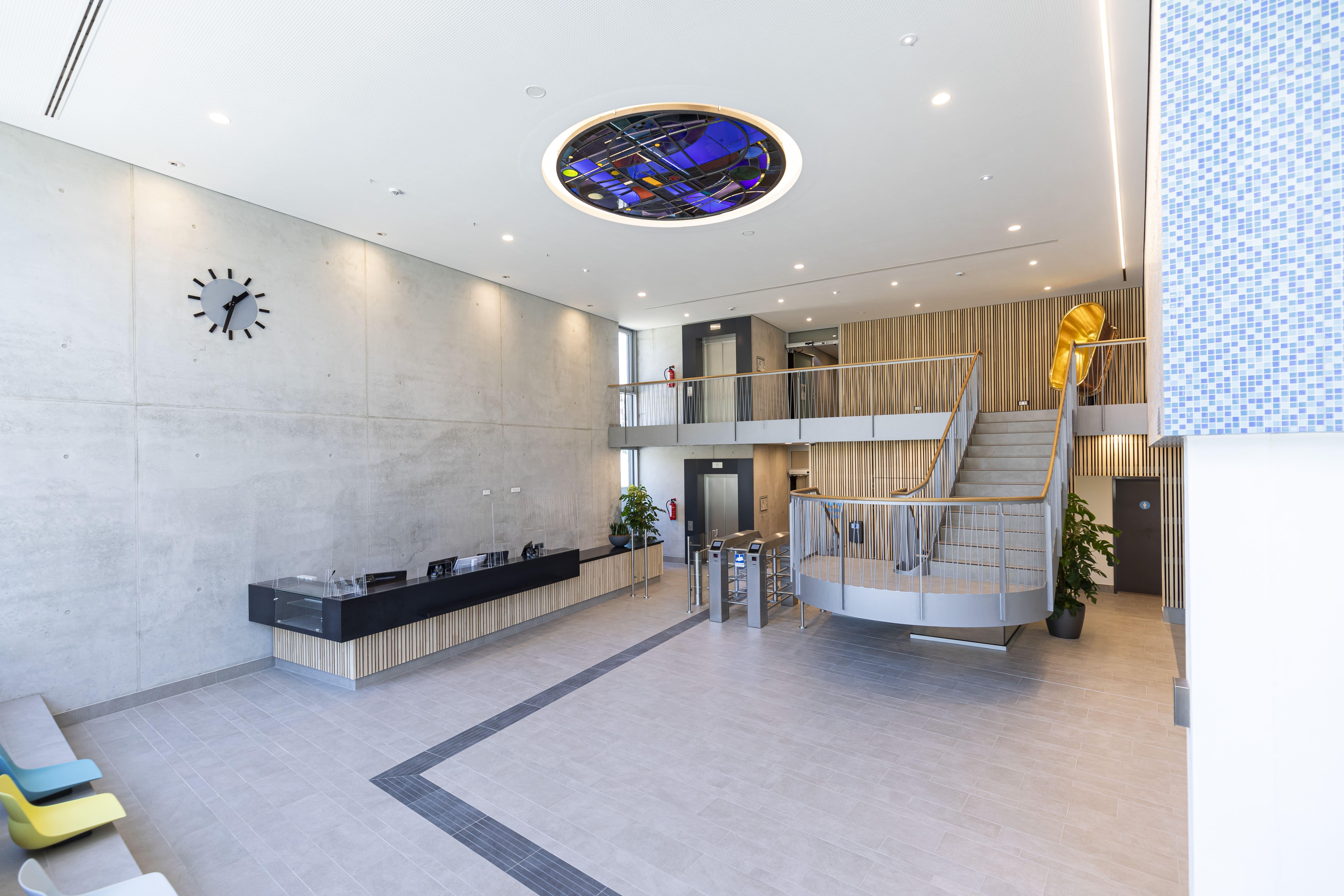Blick in das Foyer und den Kassenbereich